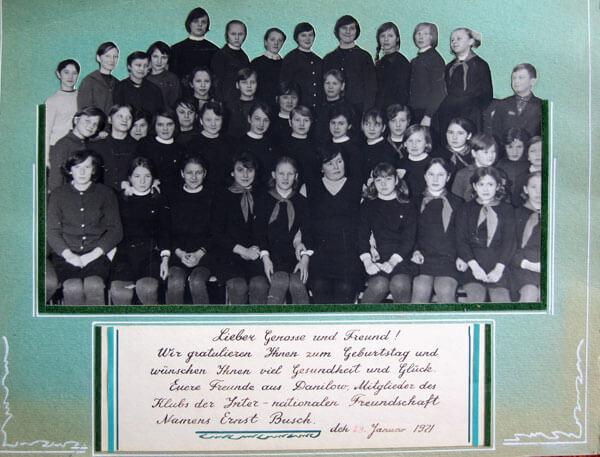 Schüler-Album für Ernst Busch (Klassenfoto und Widmung)