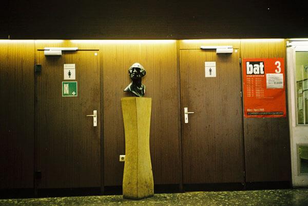 Büste im Foyer der Schauspielschule Ernst Busch