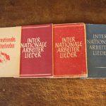 """Vier verschiedene Auflagen der """"Arbeiterlieder"""" 1948-1952"""